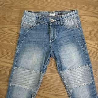 Pants with pleated design