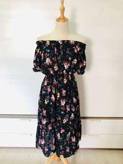 🚚 Off Shoulder Dress in Mini Flowers