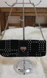 BLACK CHAIN SLING PARTY BAG