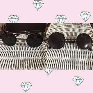 Kacamata bulat hitam
