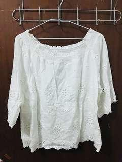 白色簍空雕花雙層上衣