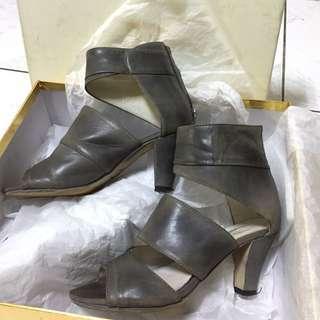 em shoes/ pizza cut five/  低跟灰色涼鞋踝靴
