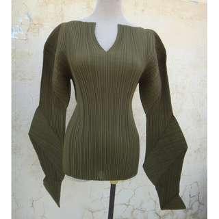 🚚 正品 日本製 三宅一生 Issey Miyake 墨綠色 造型袖摺衣 size: M