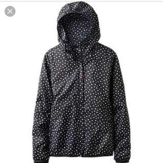 ♦️Pocket size uniqlo spray jacket packs into a pocket Polkadot