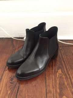 Gravity Pope Black Leather Chelsea Boots