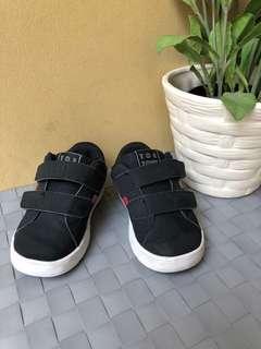 Sepatu OshKosh Toe Zone size 7