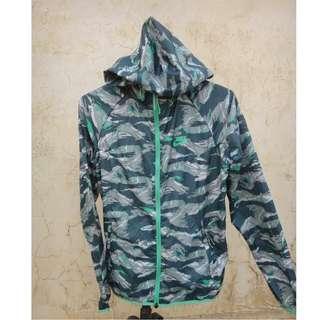 🚚 正品 NIKE 綠色 迷彩防風外套 size: M