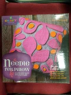 The needle felt pillow kit