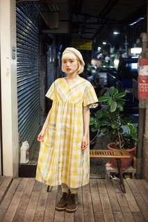 🚚 👀真心誠意徵收👀裊裊的百貨公司 niao niao vintage 古著 亮黃色格紋傘狀洋裝 / 彩色冰淇淋直條紋傘狀洋裝 / 油畫陶瓷小圓領短衫