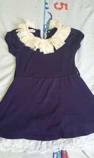 Dress mutiara warna navy.