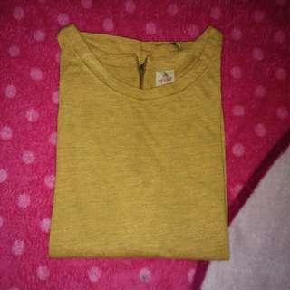 T shirt mustard