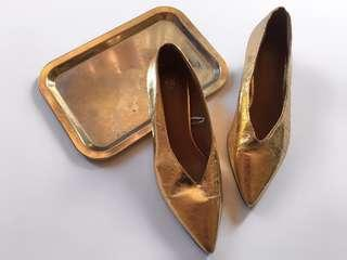 H&M GOLD FOILED POINTED HEELS