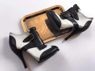 ALEXANDER MCQUEEN CLASSIC BLACK AND WHITE LEATHER LOAFER STYLE HEEL