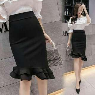 *FREE DELIVERY to WM only / Ready stock, clearance*  Ladies S size irregular ruffle skirt each as shown design / color dark blue.  Free delivery applied for this item.   Length in cm +- 45-80 Waist in cm +-33.5*2 Hip in cm +-44*2