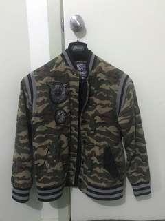 Camo Jacket size XL but fits like small