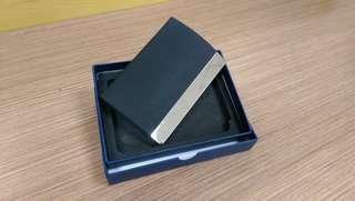 🚚 磁性皮革名片夾盒