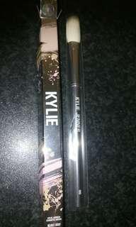 Kylie cosmetics - small fluff brush #8