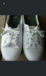 Lacoste 休閒小白鞋