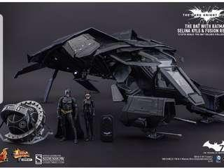 The bat hot toys(deluxe)