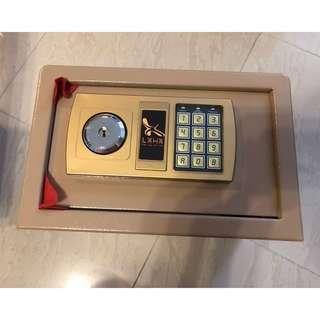 全鋼家用電子密碼雙匙保險箱 (可入牆 家用夾萬 儲物 雙匙 安全 保險櫃 米黃色)包順豐站郵Steel safe box