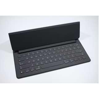 """Excellent Condition 12.9"""" iPad Pro Smart Keyboard(200sgd)"""