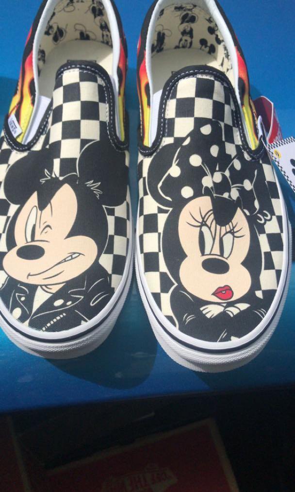 5b1796e913 Vans Disney Slip On