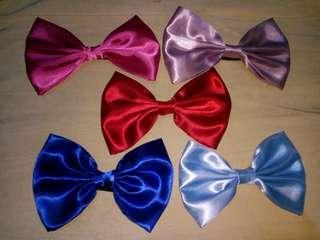 big bow ponytails