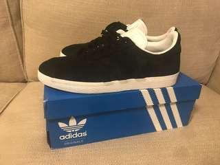 🚚 Adidas gazelle us9