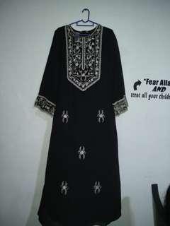 Black silver jubah