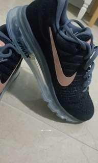 BRAND NEW NIKE AIR MAX SIZE 6.5