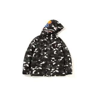 🚚 A bathing ape bape shark snowboard jacket 夜光迷彩 鯊魚雪衣 機能防風外套