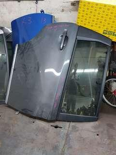 14 Wish right rear door