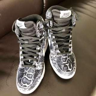 new style 52ca9 22412 Nike High Cut Shoes