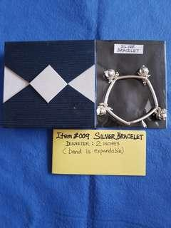 Item #009,   SILVER BRACELET.    Diameter : 2 inches ( the band is expandable).