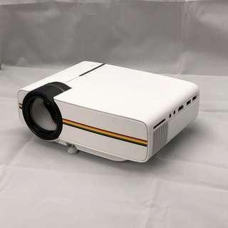 🚚 高清便攜 YG400 小型LED投影機