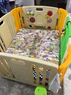 Play Yard 4 Panels