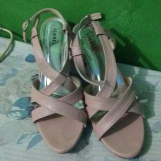 Sepatu hak wanita