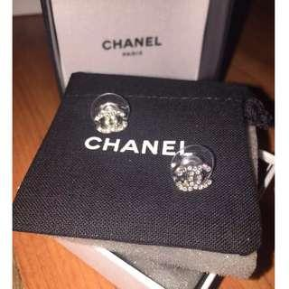 Chanel mini classic earring
