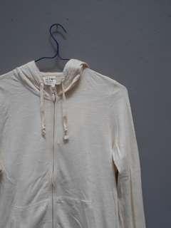Jaket zip hoodie uniqlo krem