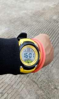 AQUA DIGITAL WATCH BLACK YELLOW