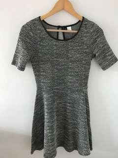 H&M black and white textured dress shortsleeves
