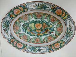 廣彩瓷大碟一隻,香港製造,35cm x 25cm
