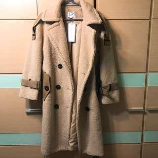 厚羔羊毛大衣