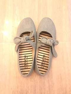 Ribbon shoe