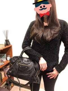 🚚 H&M 絨毛感黑色秋冬上衣