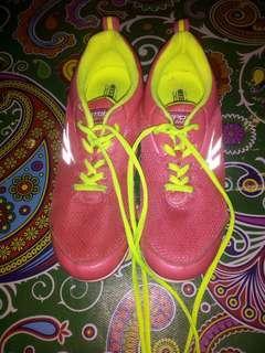 Sepatu spotec