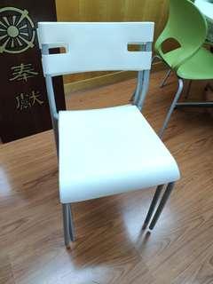 🎇❴清倉價❵ 85%新 白色膠椅兩張