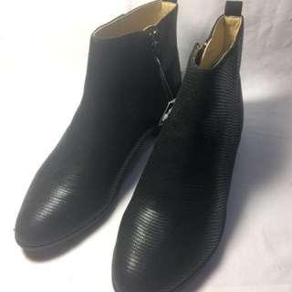 🚚 簡約個性尖頭拉鏈短靴