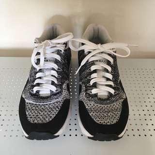 Nike Women's Flyknit Airmax Black & White size US 6.5 eu 37