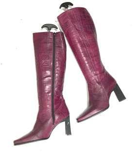 🚚 全新真皮西班牙🇪🇸製超美紫棗紅色立體壓花高統靴.38號.筒高35.筒寬17.5.跟高8公分.鞋撐不包括